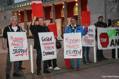 Protestaktion von Akuwill am 12.11.2015 vor dem Sheraton Hotel in Essen gegen ein Seminar mit Jan Tibor Lelley