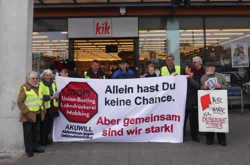 Protestaktion in Oberhausen Sterkrade vor der KiK Filliale am 13.11.2015
