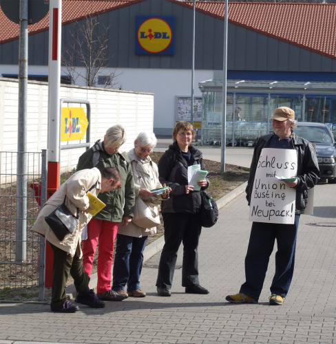Aktion vor dem Lidl Markt am 13.3.2015 in Oberhausen Alstaden